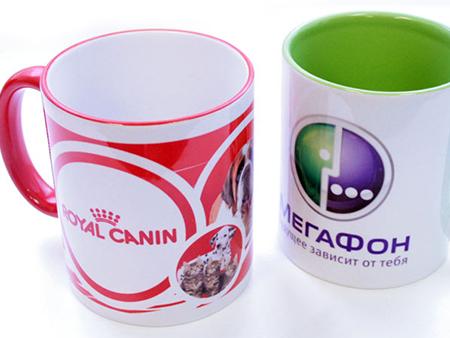 Наносим на кружках цветные логотипы кампаний
